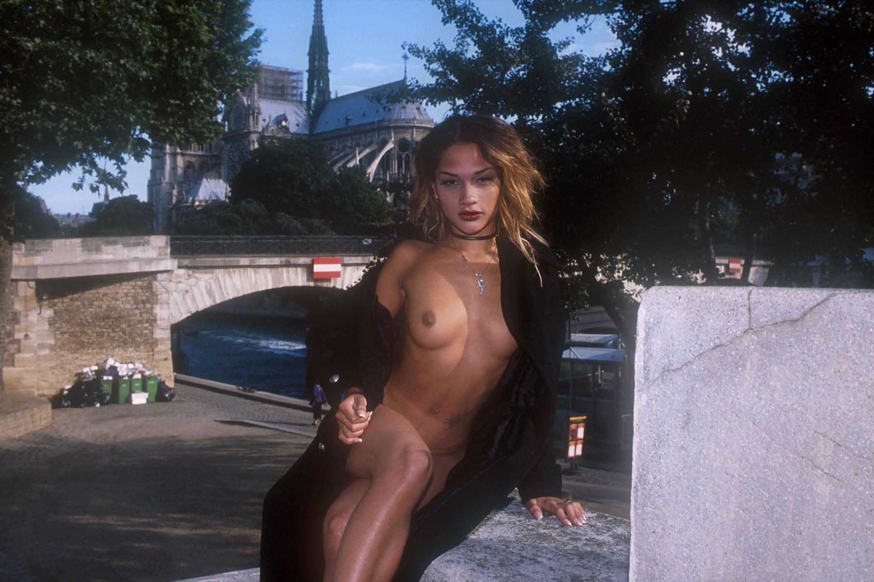 https://boobsmo.com/content/132/boobsmo_com_0000__9.jpg