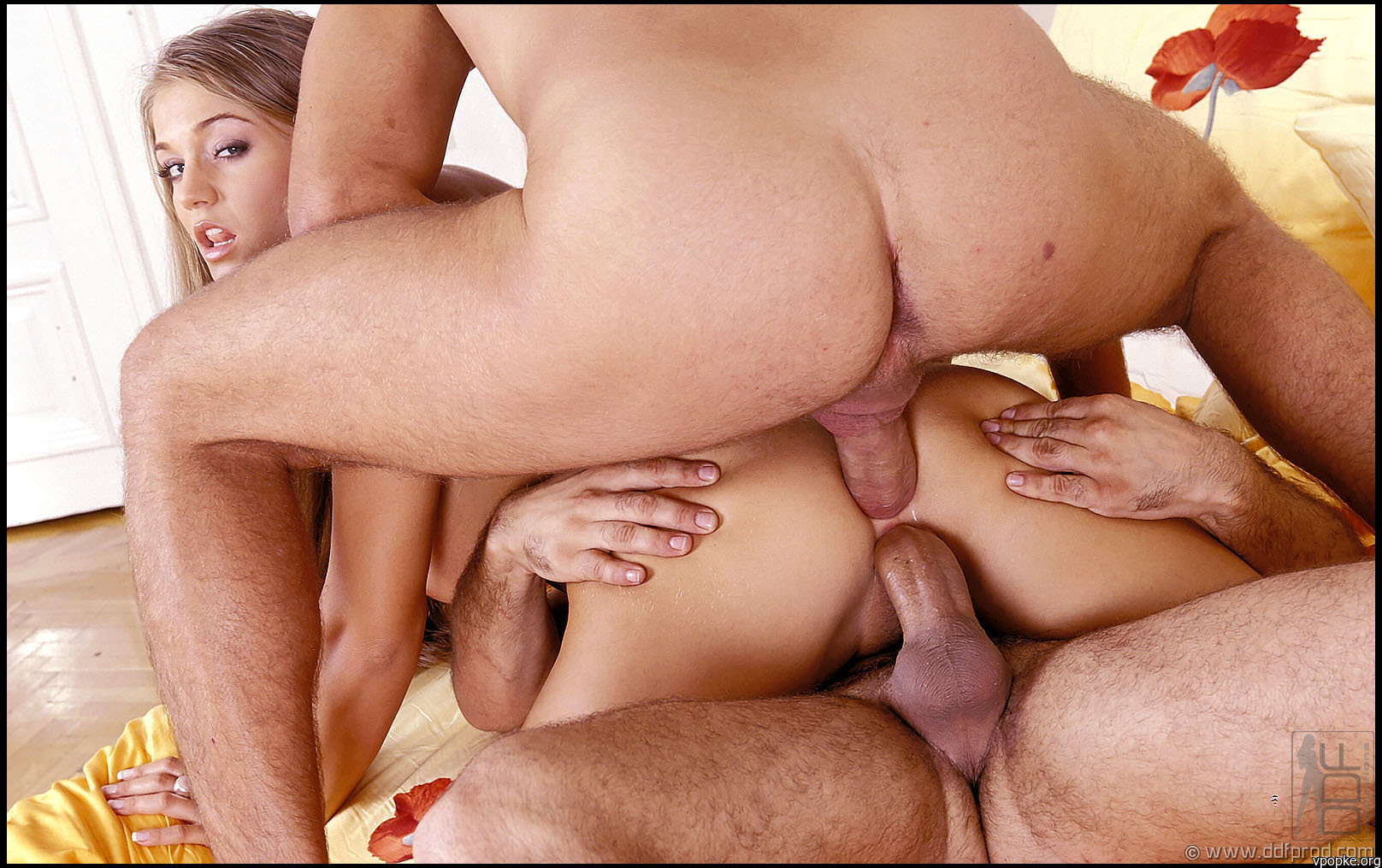 Смотреть стриптиз порно класныих тёлак 12 фотография
