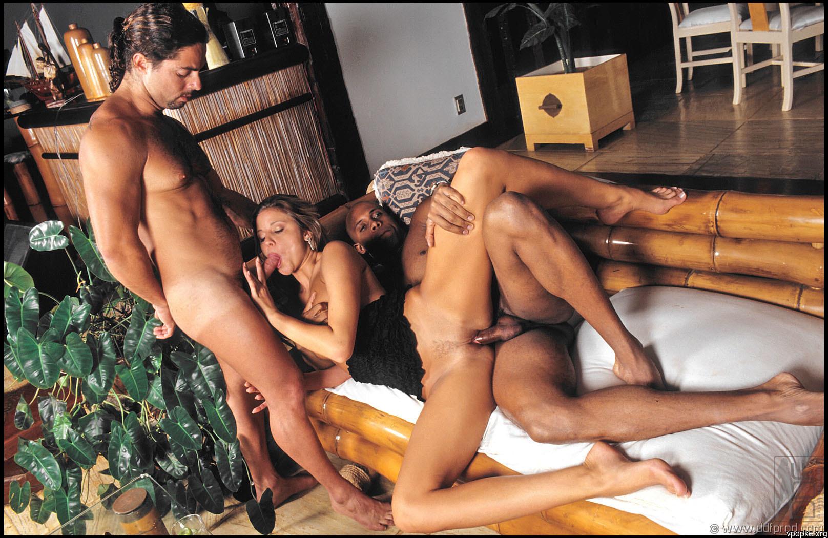 Смотреть бесплатно порно кунилингус в ночном клубе 19 фотография