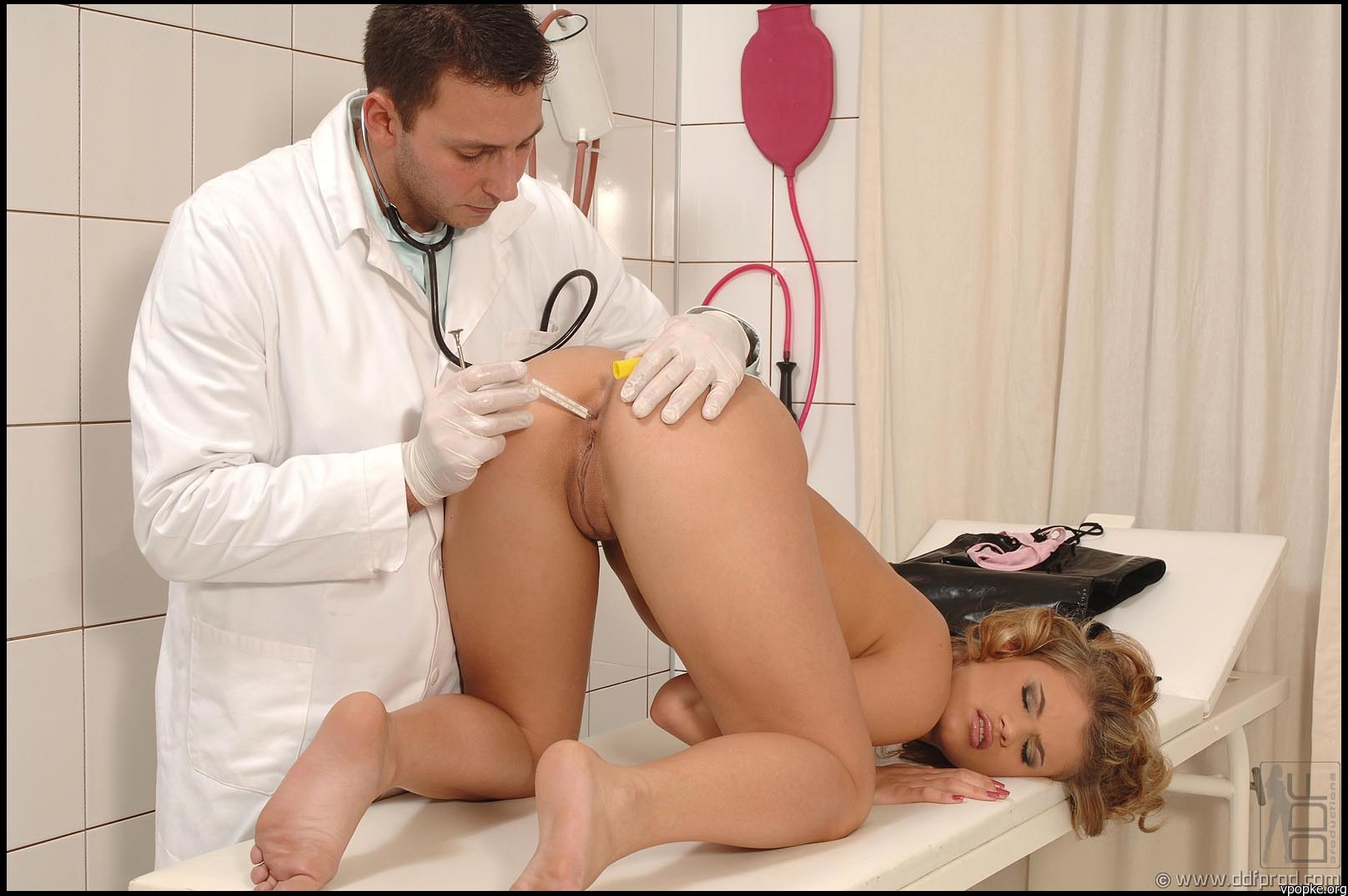 smotret-porno-russkie-devushki-u-ginekologa