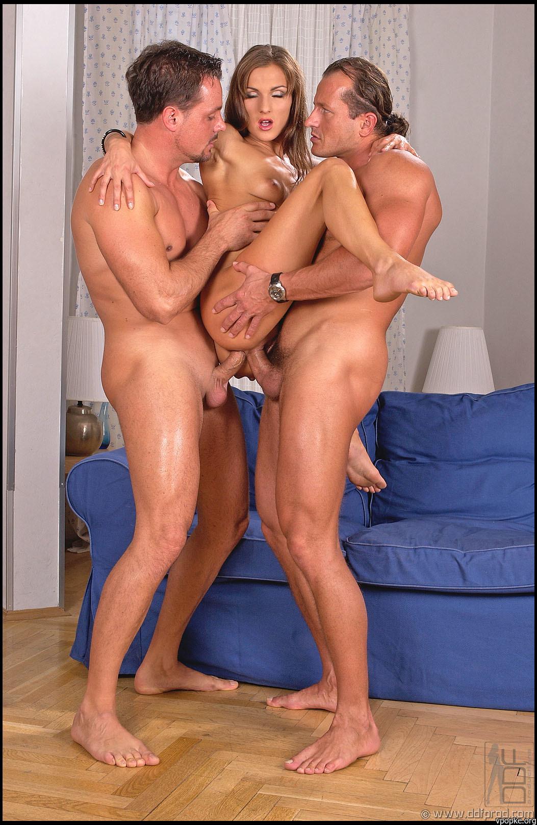 Секс порно брат сестра и мать 1 фотография