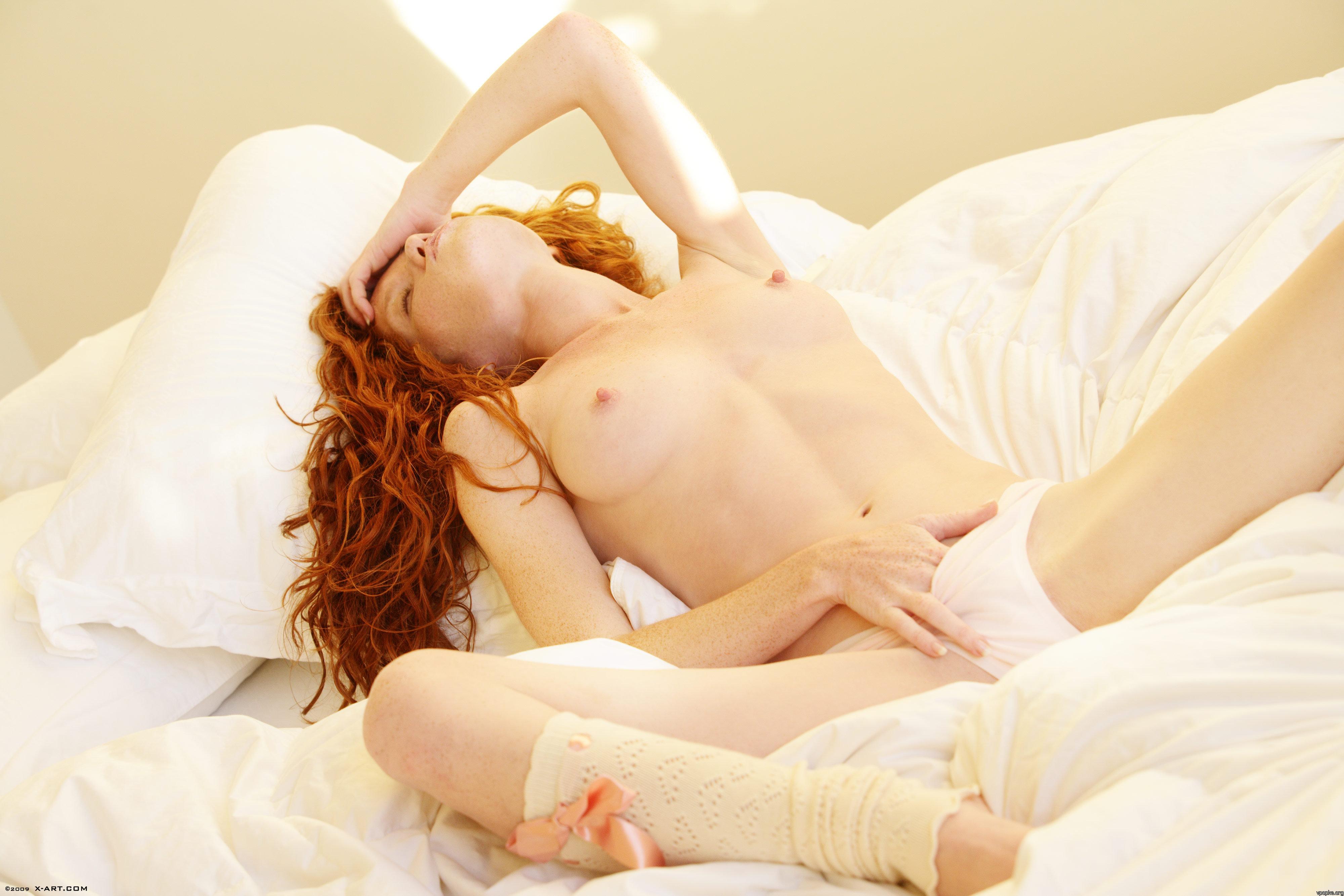 Смачная девушка мастурбирует 14 фотография