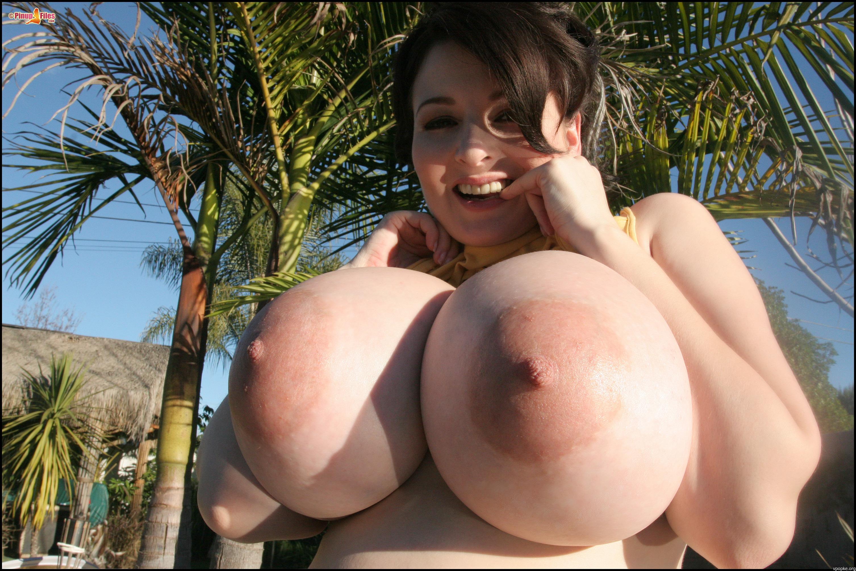 Самые огромные сисяндры в порно 20 фотография