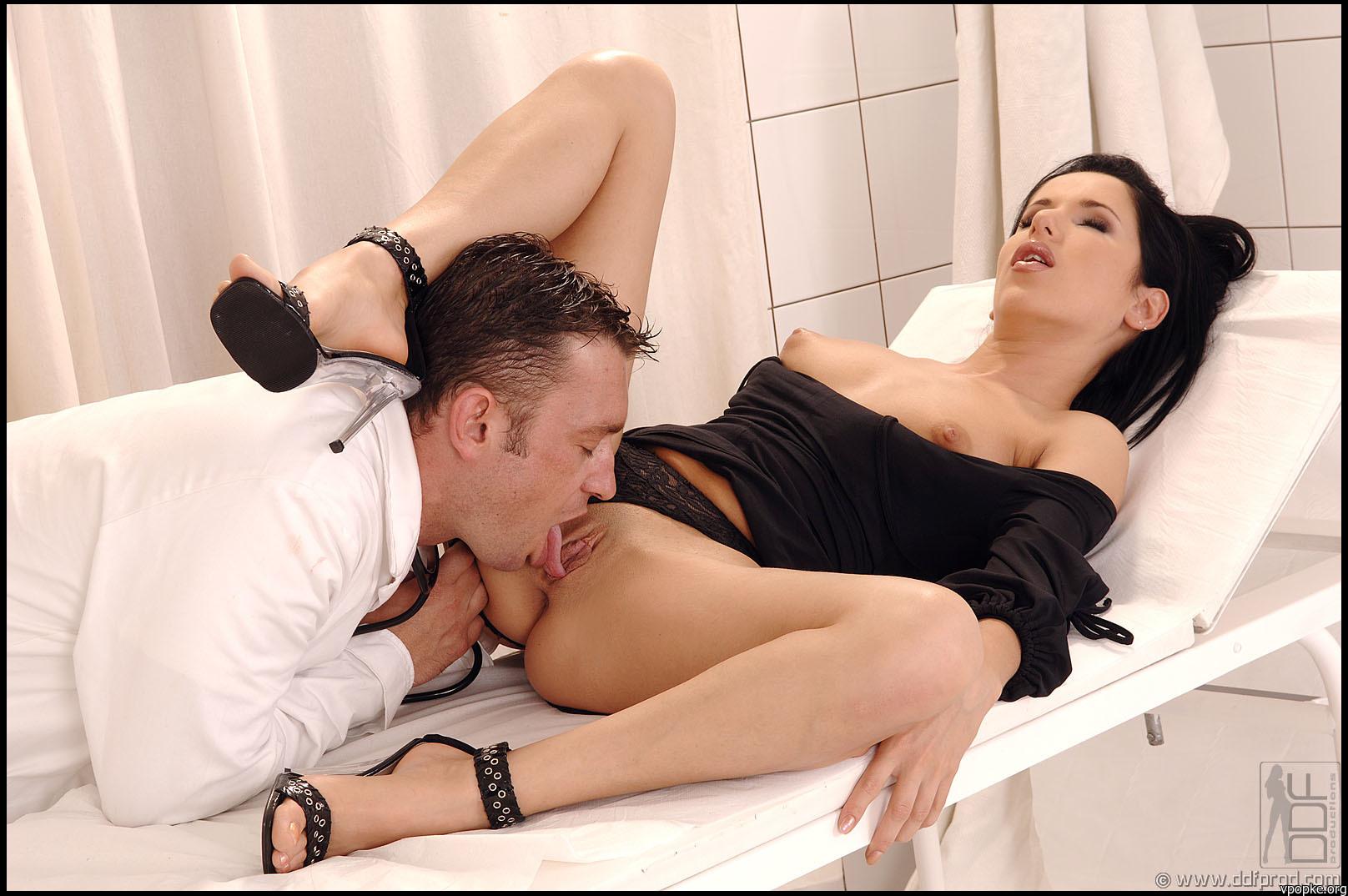 Русская дочка с отчимом в постели инцент 22 фотография