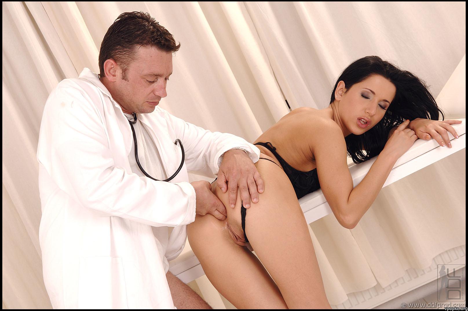 Привел жену к гинекологу порно 14 фотография