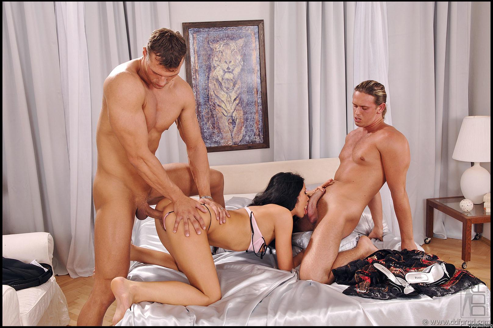 Полнометражное с чужими жёнами ретро порно
