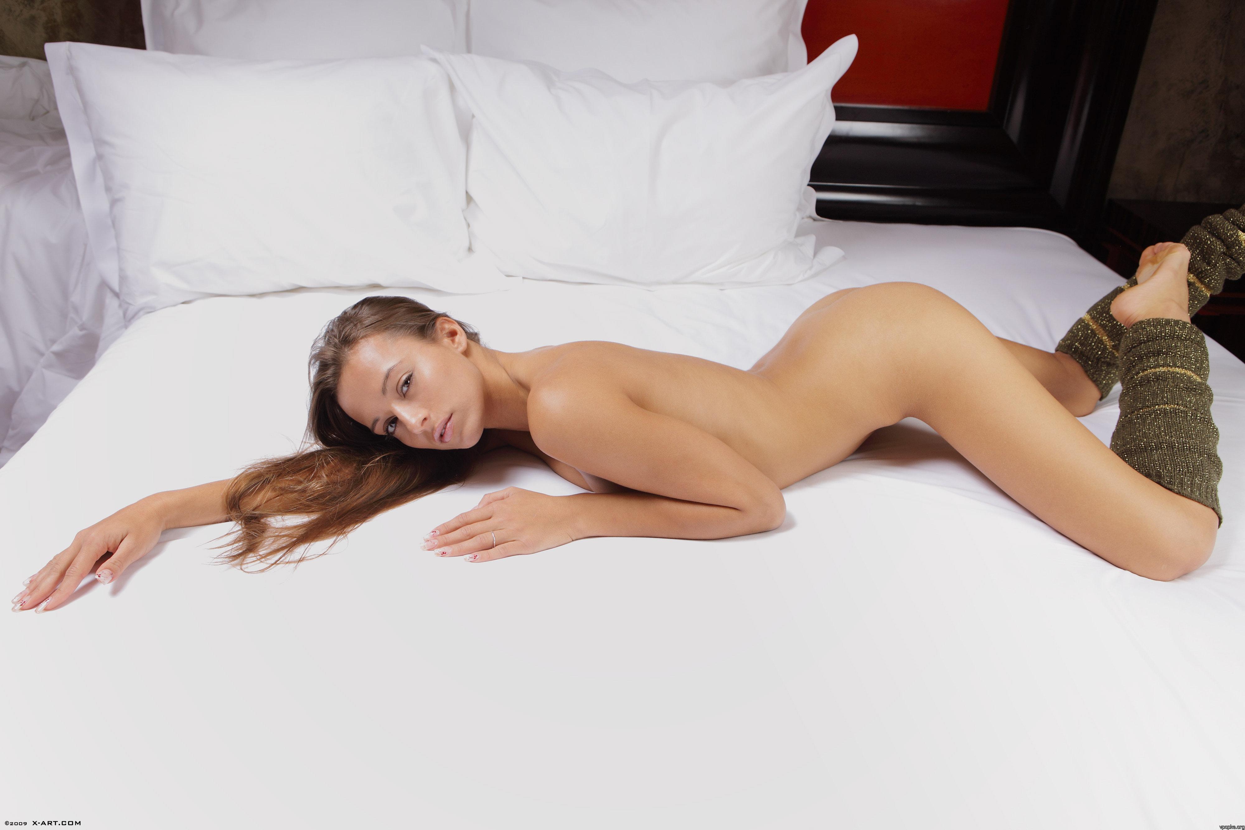 Фото красивых голых девушек лёжа 1 фотография