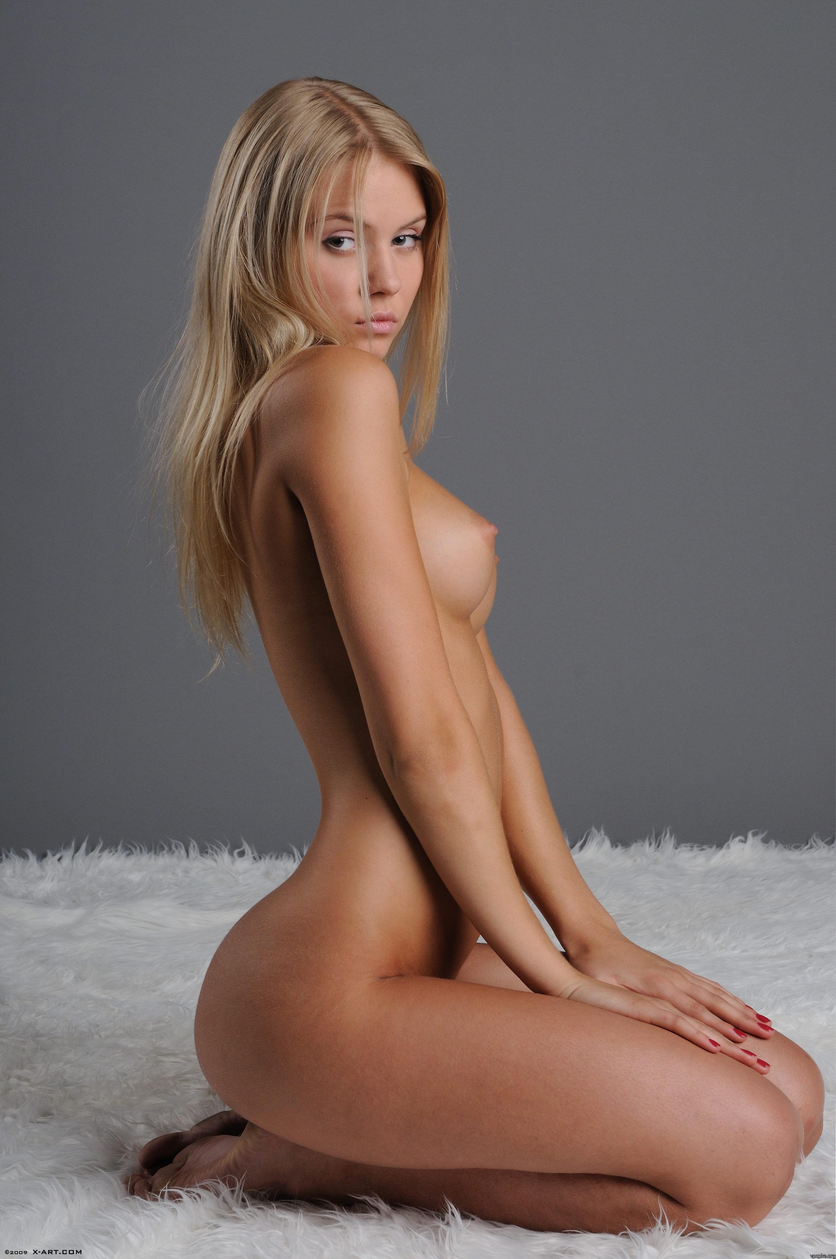 Фото голы девушек 13 фотография